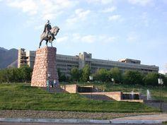 Tacikistan Cumhuriyeti,Orta Asya'da denize çıkışı olmayan bir ülkedir. Komşuları güneyde Afganistan, batıda Özbekistan, kuzeyde Kırgızistan ve doğuda Çin Halk Cumhuriyeti'dir. En büyük etnik grubun Tacikler olduğu ülkede tarihi ve kültürel olarak bölgede varlığını sürdüren Özbekler'de bulunmaktadır.