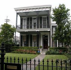 New Orleans Garden District- My favorite part of NO