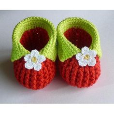 Crochet Baby Shoes Baby strawberry booties - SKILL LEVEL - EASY You will need to know how to crochet front and back post double crochet. Pattern shows size from 0 to 12 monts and written in American crochet terms. Crochet Baby Shoes, Crochet Baby Booties, Crochet Slippers, Love Crochet, Crochet For Kids, Baby Bootees, Love Knitting, Baby Knitting, Knitting Patterns