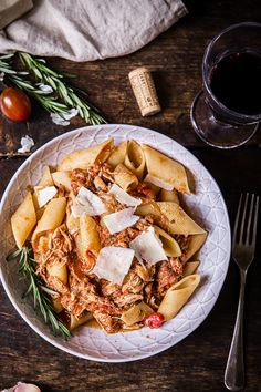 This slow cooker Venetian chicken ragu delivers rich flavours of tomatoes, rosemary and tender chicken with minimum effort. The most delicious sauce for your pasta!