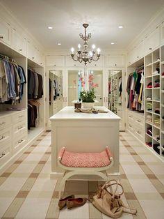 Пришло время реконструировать гардеробную – практические советы от мебельного дизайнера помогут правильно организовать пространство и придать ему стильную индивидуальность