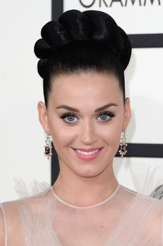 Katy Perry updo and soft makeup at the 2014 Grammys