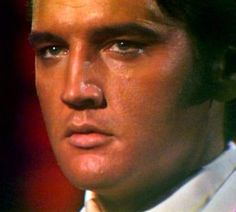 {*Elvis in june 30 1968 filming the sequence of the ending of his NBC TV special , If I can dream*}