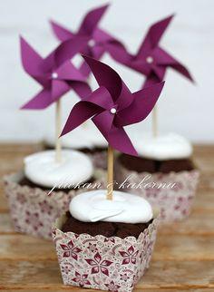 Pin wheel cupcakes by flickan & kakorna, via Flickr