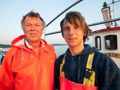 Der Odinfischer und sein Sohn fahren fast täglich zum Fischfang. Der Vater ist einer der letzten Ostseefischer, die eine Fanglizenz besitzen. Diese ist immer schwerer zu bekommen.