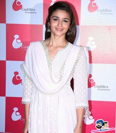 Cuddle Foundation Charity Fundraiser -- Alia Bhatt Picture # 296351