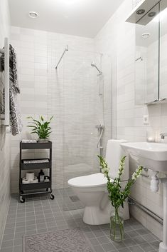 3 olika nyanser av grått golv och väggar