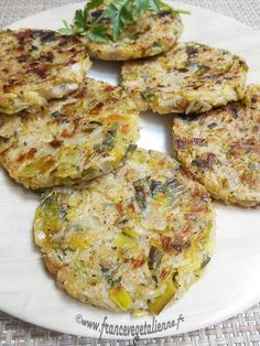 Leek patty (vegan, vegan) - Vegan France - Excellent (completed) *** … presented by Léna In March the leek is unavoidable, but we are start - Vegetable Soup Healthy, Healthy Soup, Vegetarian Cooking, Vegetarian Recipes, Healthy Recipes, Vegan Recetas, Nuggets, Plat Vegan, Soup Recipes