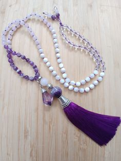 Mala Bracelet Diy, Diy Jewelry Necklace, Beaded Tassel Necklace, Chakra Jewelry, Tassel Jewelry, Leaf Jewelry, Floral Necklace, Emerald Jewelry, Cool Necklaces