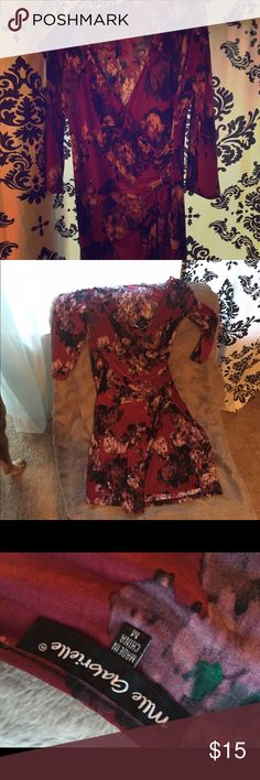 Floral 3/4 sleeve fitted midi dress Water color floral pattern with a ruched waist and fitted midi length. Hits mid thigh to knee depending on height. Very stretchy and soft. Dresses Midi
