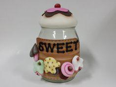 Pote de vidro com capacidade para 1,3L decorado com biscuit country.  Frete por…