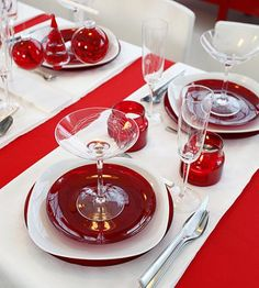 designs that inspire to create your perfect home: Christmas Decoration Ideas: Theme Colors (Part 3) Red and white dishes for a holiday tablescape!!! Bebe'!!! Love using dishes you already have!!!