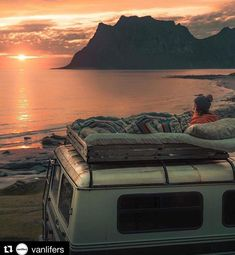1253 Likes 20 Comments the vanlife by vanlifers Bus Life, Camper Life, Camper Van, Life Hacks, Life Tips, Kombi Home, Van Home, Van Living, Van Camping