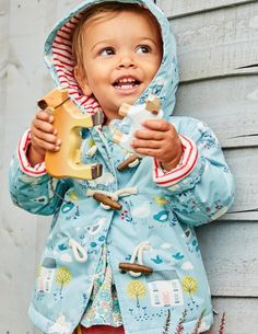 Our showerproof duffle is perfect for wet days down on the farm (or feeding the ducks). The soft lining will keep little ones cosy and warm. It has a hook inside so you can hang it up to dry, and it's machine washable in case of mud-splatters from puddle-jumping.