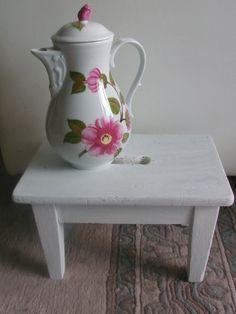 Bezaubernde uralte Vintage Fußbank / Schemel von MajaSt auf DaWanda.com