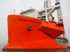 Dockwise White Marlin loads Drillrig ENSCO 110