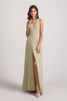 This A-line straps plunging V-neck bridesmaid dress is made out of double FDY fabrics, which is a kind of textured fabric. #bridesmaiddress #Alfabridal Inexpensive Bridesmaid Dresses, Knee Length Bridesmaid Dresses, Floral Chiffon, Chiffon Fabric, Short Dresses, Formal Dresses, Wedding Dresses, Bridesmaid Inspiration, Party Gowns