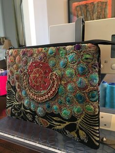 Free Motion Embroidery, Free Machine Embroidery, Beaded Embroidery, Textiles, Sewing Crafts, Sewing Projects, Felt Purse, Crazy Patchwork, Creative Embroidery