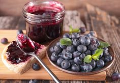 Recept na čučoriedkový džem: Odporúčaný všetkými skúsenými gazdinkami - KAMzaKRASOU.sk Blackberry, Fruit, Food, Essen, Blackberries, Meals, Yemek, Rich Brunette, Eten