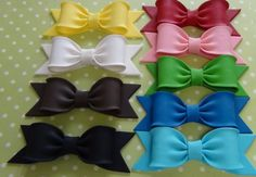 This is the kind of bow that I want to add to Reese's cake Fondant Flower Cake, Fondant Bow, Fondant Toppers, Cupcake Cakes, Fondant Cakes, Car Cakes, Fondant Decorations, Chocolate Decorations, Chocolate Fondant