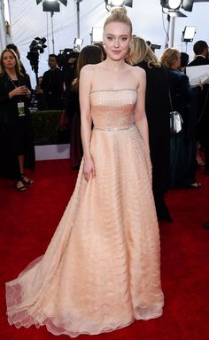 SAG Awards 2018 Red Carpet: Best Dressed and Fashion Highlights - Dakota Fanning Oscar Dresses, Prom Dresses, Celebrity Red Carpet, Celebrity Style, Dakota Fanning Style, Beautiful Dresses, Nice Dresses, Red Carpet Gowns, Haute Couture Dresses
