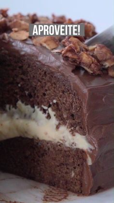 Party Chocolate Cake-Bolo de Chocolate de Festa Party chocolate cake with creamy filling and … - Chocolate Fudge Brownies, Brownie Cake, Vegan Chocolate, Chocolate Recipes, Chocolate Cake, Delicious Chocolate, Homemade Chocolate, Chocolate Party, Chocolate Topping