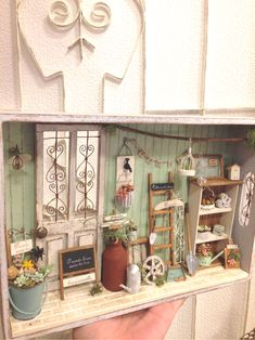 Vitrine Miniature, Miniature Rooms, Miniature Crafts, Miniature Fairy Gardens, Miniature Houses, Miniature Furniture, Dollhouse Furniture, Mini Doll House, Barbie Doll House