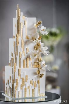 House of Mirrors - Dessert Hochzeit - Wedding Elegant Wedding Cakes, Beautiful Wedding Cakes, Gorgeous Cakes, Wedding Cake Designs, Pretty Cakes, Cake Wedding, Trendy Wedding, Wedding Cake Square, Wedding Parties