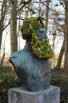 Florist Geoffroy Mottart Installs Guerilla Flower Crowns and Beards atop Public Monuments in Brussels | Colossal