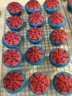 Spiderman cupcakes with fondant
