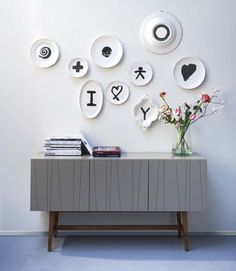 This is an interesting decorating idea! Paint several plates (all different shapes and sizes -- and even the backs) in a certain color palette and then hang on your wall. We love it! Plate Wall Decor, Plates On Wall, Creative Workspace, Lofts, Diy Interior, Interior Design, Painted Plates, Hand Painted, Great Wall Of China