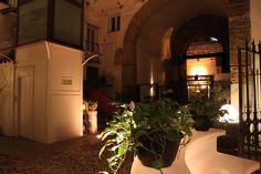 """La raffinata e semplice eleganza dell'hotel, la calda e avvolgente accoglienza della SPA, le deliziose pietanze del ristorante """"Locanda del Gusto"""", la vita del centro storico della città di #Palermo. Vieni a scoprire la tua nuova vacanza da sogno. www.quintocantohotel.com #Dream of Interlude hotels & resorts"""