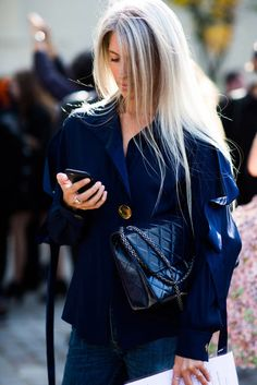 Vogue Mode: Trends, Fashion-News, Star-Looks und Accessoires - Vogue. Sarah Harris, Vogue Uk, Fashion Editor, Fashion News, Summer Office Outfits, Silver Haired Beauties, Nyfw Street Style, Advanced Style, Her Style