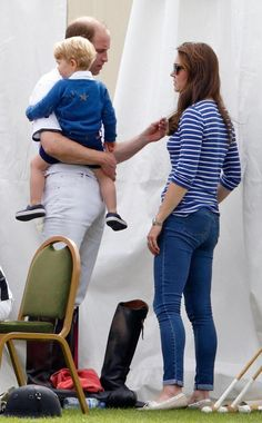 A tender moment between the Duke and Duchess of Cambridge. Sweet... <3. Duchess Kate, Prince George.
