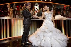 JENNIFER LAWRENCE IN KATNISS'S WEDDING DRESS IN THE HUNGER GAMES: CATCHING FIRE