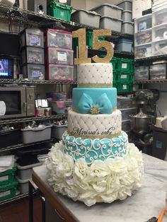 See 3 photos and 1 tip from 10 visitors to Marissa's Cake. Gorgeous Cakes, Pretty Cakes, Amazing Cakes, Sweet Sixteen Cakes, Sweet 16 Cakes, Quinceanera Cakes, Quinceanera Decorations, Bolo Paris, 15th Birthday Cakes