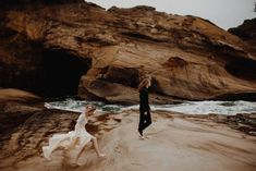 Hinterland Stills takes us on a romantic escape to one of Oregon's most scenic beach locales in this Cape Kiwanda elopement inspiration!