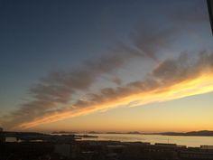 Otro atardecer de película con banda incluida  con las Islas Cíes de fondo sobre la Ría de Vigo #Atardecer #sunset