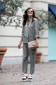 Eleonora Carisi dressed up 'laxed suiting and flatforms with pearls. MFW