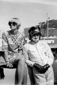 Jean-Pierre Beltoise et son épouse Jacqueline - soeur de François Cevert,  1969 Monaco