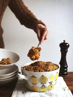 Deluxe Butternut Macaroni 'n' Tease // My New Roots. Sounds so good, I know husband would not eat though. Whole Food Recipes, Cooking Recipes, Dog Food Recipes, Chicken Recipes, Butternut Squash Mac And Cheese, Vegan Potluck, Vegetarian Recipes, Healthy Recipes, Healthy Carbs