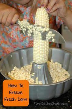 to Freeze Fresh Corn How to Freeze Fresh Corn from Preserve the harvest with easy steps.How to Freeze Fresh Corn from Preserve the harvest with easy steps. Freezing Fresh Corn, Freezing Vegetables, Frozen Vegetables, Fruits And Veggies, Freezing Fruit, Canning Vegetables, Recipe For Freezing Corn, Best Freezer Corn Recipe, Freezing Strawberries