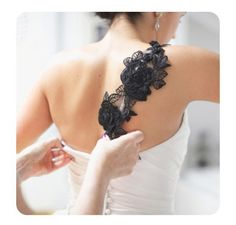 Black wedding details; looooooooove the lace! such cute accent