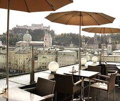 http://www.hotelstein.at/de-cafe_bar_lounge-index.htm Die Steinterrasse - Salzburgs hot spot mit atemberaubender Aussicht.