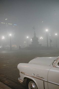 The Great Smog of London, or Great Smog of was a severe air-pollution event that affected the British capital of London in early Decem. Vintage London, Old London, London City, London History, British History, Asian History, Tudor History, London Pictures, London Photos