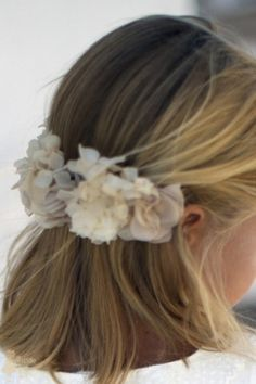 Tocado modelo Camel First Communion, Little Princess, Flower Crown, My Girl, Hair Beauty, Hair Styles, Wedding, Outfits, Dresses