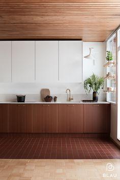 Unelmien täyttymyksiä 60- luvun rivitalokodissa — BLAU interior -Helsinki Modern Classic Interior, Minimalist Interior, Kitchen Cupboards, Kitchen Dining, Helsinki, Recycled Home Decor, Mid Century Modern Design, Kitchen Styling, Kitchen Interior