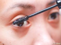 Imagen titulada Make Eyelashes Longer with Vaseline Step 8