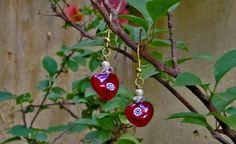 """""""Coração Florindo"""" - brincos de vidro artesanal importado com flor de murrini (millefiori ou murano) Peça única e totalmente artesanal."""