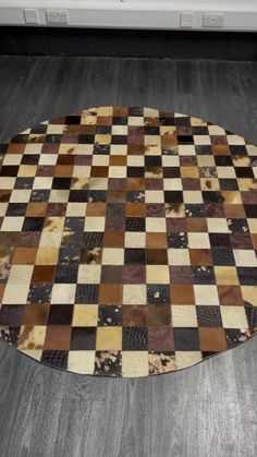 Cowhide Rugs, Cowhide Leather, Brown Leather, Patchwork Patterns, Patchwork Rugs, Rug Texture, Circle Rug, Round Rugs, Gold Set